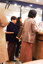crowd Japan coffee shop