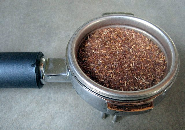 fill portafilter with red roobios