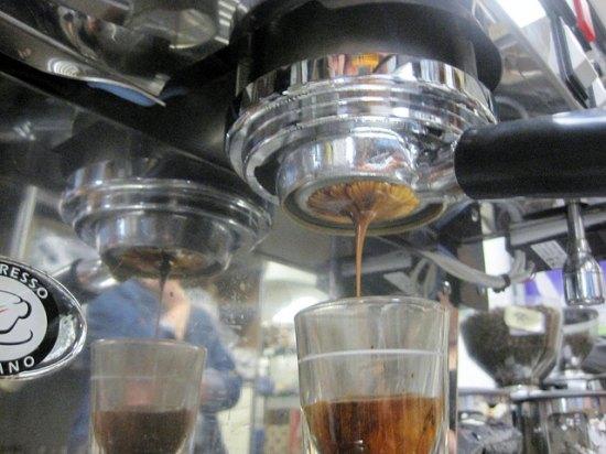 pull espresso shots