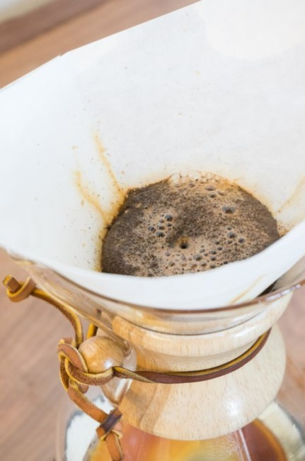 let hot water saturate chemex coffee