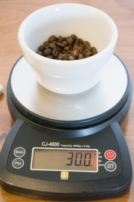 weight coffee in grams on scale