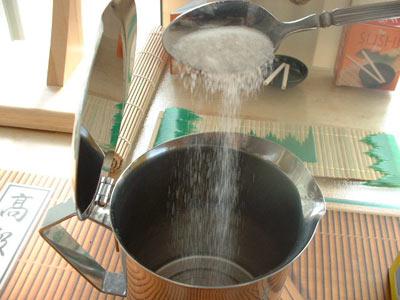 Add sugar to moka pot espresso
