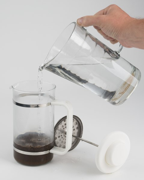 french press add water