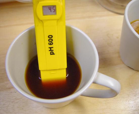 Blondes-acid-cup
