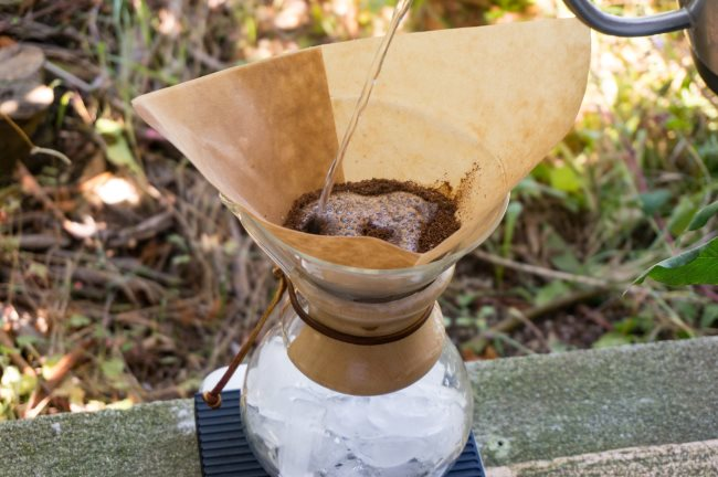 iced chemex - add hot water