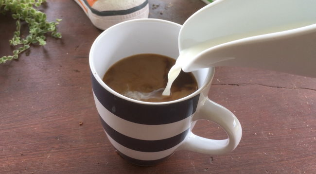 add milk to coffee